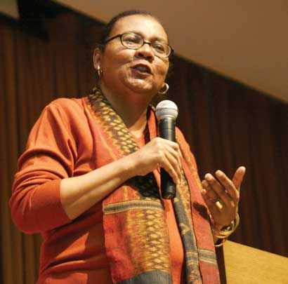 http://womeninwisconsin.org/wp-content/uploads/2015/05/bellhooks.jpg