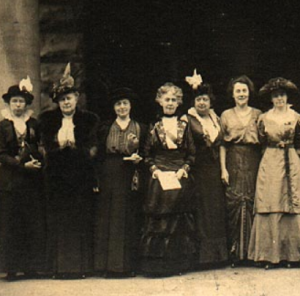 Group of Wisconsin suffragists